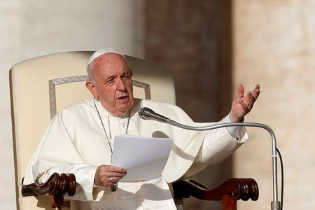 Left or right 2019 10 23t073933z 1708801628 rc11fe143d00 rtrmadp 3 pope generalaudience